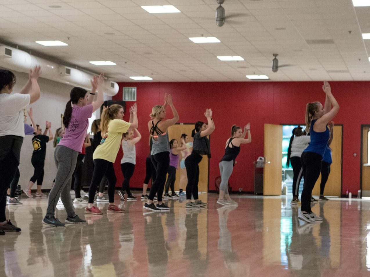 Students participate in a cardio dance class at the Campus Recreation Center on Jan. 9, 2018. | Daily Nebraskan