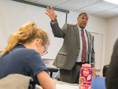 Lincoln City Council member Bennie Shobe speaks with students in the Elect to Serve pop-up course about his experiences in public office.