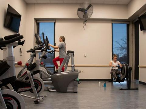 Nebraska students Ella Stephan (left) and Kate Gaulke work out on the equipment at the newly installed gym in Abel/Sandoz Hall on the University of Nebraska-Lincoln city campus on Sunday, Jan. 26, 2020. | Daily Nebraskan