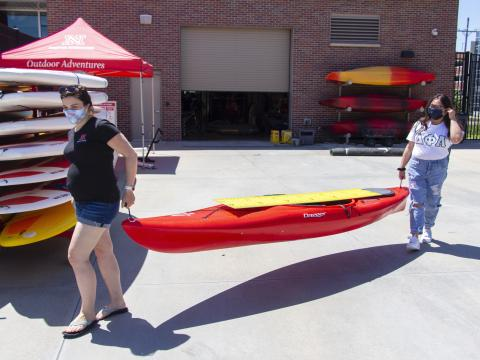 Two students rent a kayak from UNL's Outdoor Adventures Center.